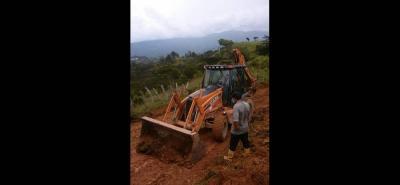 El alcalde de Bolívar, Adriano Jerez, dijo que también se trabaja en la recuperación de vías rurales.