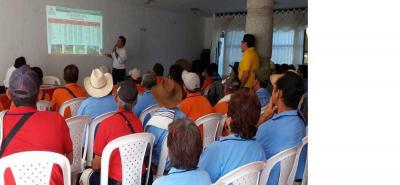 En las instalaciones del Hotel Santa Bárbara en Puente Nacional se cumplió un nuevo encuentro de cafeteros promovido por el Comité Departamental de Cafeteros.