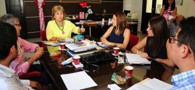 """Elsy Caballero Ojeda, secretaría de Hacienda, manifestó que """"la visita que funcionarios del Ministerio y Esant hacen a la Gobernación de Santander es para una auditoría y una revisión de los municipios descertificados""""."""