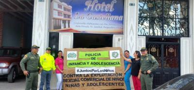 Verificación de documentación en hoteles, hostales y casas de lenocinio hacen parte de la campaña que realiza la Policía en el municipio de Cimitarra en contra de la explotación sexual en niños, niñas y adolescentes.