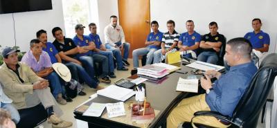 Recientemente el alcalde de Bolívar, Adriano Jerez, se reunió con los conductores para hacer un balance del servicio de transporte escolar en el municipio.