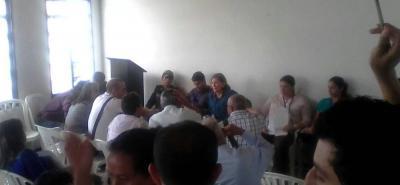 Aspectos de la reunión que sostuvo la alcaldesa de Barbosa, Deyanira Ardila, con los líderes de las juntas comunales.