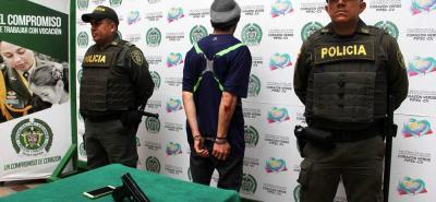 El hombre, de 22 años y de nacionalidad venezolana, hurtó un celular y emprendió la huída. Fue capturado por la Policía y dejado a disposición de la Fiscalía.
