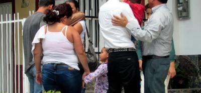 La familia del menor adelantaba gestiones ayer en una funeraria de la ciudad.