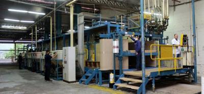 Con una inversión de más de un millón de dólares, la nueva máquina le permite a la empresa producir espumas en tiras de hasta 40 metros, con corte automático, de forma ininterrumpida. Anteriormente, la espuma se tenía que producir por bloques pequeños.