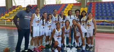Este es el grupo de jugadoras y cuerpo técnico del quinteto de Hormigas de Santander, que ayer logró ratificarse como finalista de la IV Copa Especial Femenina de Baloncesto por la Paz que organiza la Federación Colombiana de Baloncesto.