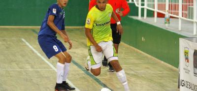 Tras disputar un partido cerrado, de toma y dame ante Real Bucaramanga B, el Club Panteras (azul) se hizo al título del Campeonato Municipal de fútbol sala en categoría sub 17 y se clasificó para disputar el torneo de esta disciplina en la cancha Marte.