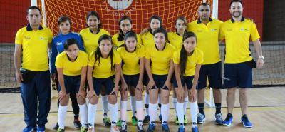 Este es el equipo femenino de fútbol sala de la Institución Educativa Llano de Molagavita, que ya cuenta con dos victorias, ante Bolivia y Uruguay, en los Juegos Escolares Suramericanos.