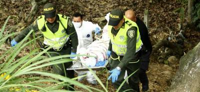 Ayer a las 11:30 de la mañana, las autoridades hallaron el cuerpo sin vida de un hombre en zona boscosa cerca a la Terminal de Transportes de Bucaramanga. El cadáver presentaba varias heridas.
