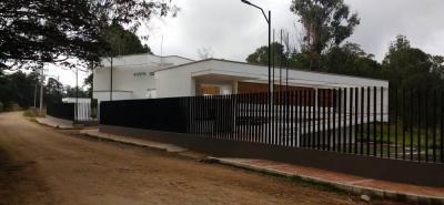 La imagen muestra el estado actual de la Subestación de Policía que se construyó en la vereda Carrizal del municipio de Los Santos.