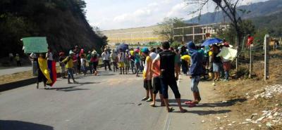 Comunidad que protesta por falta de agua en Girón bloqueó vía a Chimitá