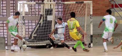 El quinteto de la Universidad Industrial de Santander, UIS, derrotó ayer por 4-2 a Real Bucaramanga y se clasificó a la final del IV Campeonato de Fútbol Sala de la Cancha Marte.