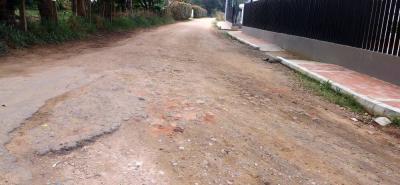 Estas son las condiciones actuales de la vía en el sector de la vereda Carrizal. El deterioro salta a la vista.