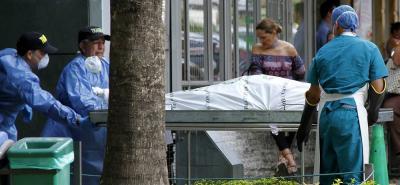 Ayer, el cuerpo de la víctima fue trasladado a la sede de Medicina Legal, seccional Bucaramanga, para realizar la respectiva necropsia. Agentes de la Dirección de Tránsito realizaron la diligencia de levantamiento.