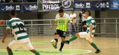 Real Bucaramanga perdió el juego de ida de la final de la Superliga Argos ante Real Antioquia por 4-2, en partido disputado en el coliseo 'Tulio Ospina' de Bello. El cotejo de vuelta será en Bucaramanga el próximo jueves 16 de febrero.