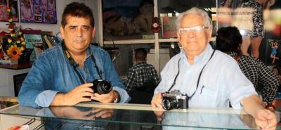 La experiencia de Ramiro Vanegas en la fotografía y las nuevas ideas de su hijo Ramiro, sumadas al trabajo de toda la familia, han permitido que el negocio supere las etapas de transición tecnológica.