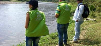 Durante el recorrido, los funcionarios de la Cdmb constataron que el caudal del río se ha reducido debido a la sequía.