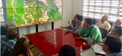 El Área Metropolitana de Bucaramanga, AMB, hizo ayer una reunión con miembros de los gobiernos de Girón y Santander, y la comunidad, para acordar avances de este proyecto.