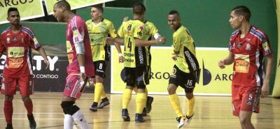 Con pie derecho inició Real Bucaramanga la defensa de su título de la Liga Argos de Fútbol Sala Fifa, tras golear en la tarde de ayer 5-1 a Utrahuilca en condición de visitante.