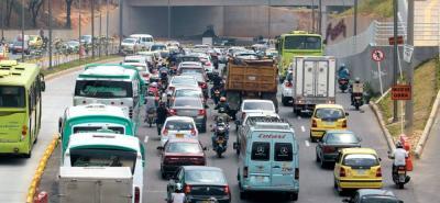 Ayer se registraron largos trancones en sentido norte-sur de la Autopista. El problema podría agudizarse durante días hábiles.
