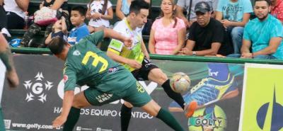 Stiven Abril fue uno de los hombres importantes del Real Bucaramanga en el duelo de ayer ante Leones, anotó un gol y le dio dinámica al juego colectivo al quinteto local.