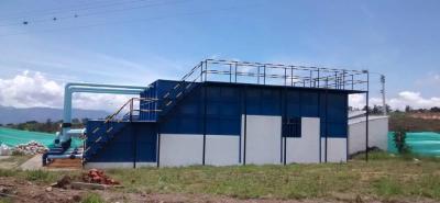 La construcción del acueducto, incluida la planta de tratamiento, inició hace dos años, subiendo 1.400 metros de tubería desde el río hasta el casco urbano a tanques de almacenamiento.