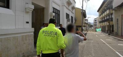 El mismo día del homicidio, los dos hermanos fueron llevados por su progenitora ante las autoridades, para responder por el homicidio. Desde ese momento, quedaron vinculados al proceso.
