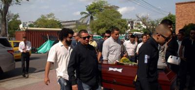 Familiares y amigos despidieron ayer a Guillermo Alexánder Martínez.