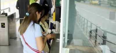 Como 'buscar una aguja en un pajar', bumangueses al tratar de recargar tarjeta de Metrolínea