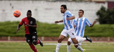 El atacante Luis Ferney Ríos fue el encargado de marcar el tanto para Real Santander en el empate ante el Cúcuta, con lo cual el equipo 'albo' se mantiene como líder de la Primera B.