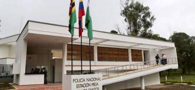 Uniformados de la Estación de Policía de La Mesa de Los Santos desplegaron un fuerte operativo. Una vez se instauró la denuncia, se cerraron vías, pero los esfuerzos fueron infructuosos.