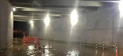 Se inundó el deprimido recién construido en el barrio Diamante II de Bucaramanga