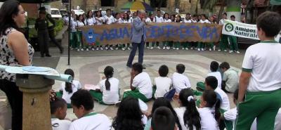 El alcalde del Socorro, Alfonso Lineros, presidió la jornada de sensibilización en torno a la celebración del Día Internancional del Agua.