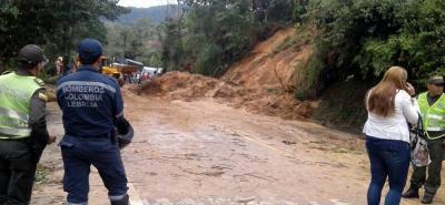 Un derrumbe ocasionado por las lluvias se presentó recientemente en la vía nacional que comunica a Bucaramanga con Barrancabermeja, en jurisdicción de Lebrija.