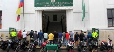 1.740 gramos de marihuana, 160 gramos de bazuco, 100 gramos de cocaína, dos armas de fuego y 11 motocicletas fueron confiscados en el operativo.
