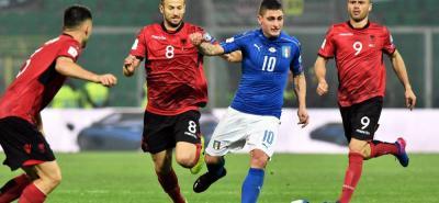 Italia se mantuvo firme en el pulso con España por el control del grupo G de las eliminatorias europeas para el Mundial-2018, al derrotar en casa por 2-0 a Albania, en el que fue el partido número 1.000 como profesional del emblemático arquero Gianluigi Buffon.