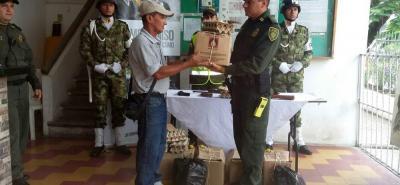 Durante todo el día de ayer en la Estación de Policía de Puerto Berrío se cambiaron armas por mercados.