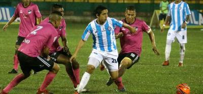 En el último partido de local en el Torneo Águila, Real Santander superó 3-1 a Bogotá FC.