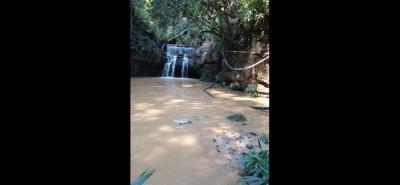 Un derrumbe ocasionó el daño en la tubería del acueducto veredal de San Benito, que se surte de la quebrada La Negra.