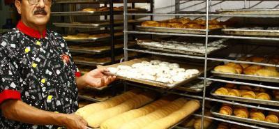 Álvaro Hernández conoce muy bien los procesos de los dos negocios y supervisa personalmente la calidad de los productos.