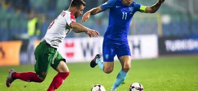 Holanda complicó seriamente su situación en el potente grupo A de las eliminatorias para el Mundial de Rusia - 2018, al perder por 2-0 en su visita a Bulgaria, ayer en Sofía.