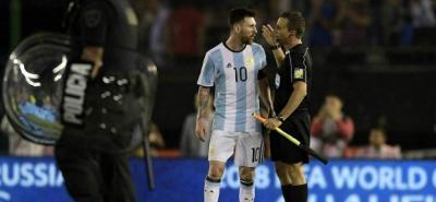 """Messi pronunció """"palabras injuriosas contra un árbitro asistente""""."""