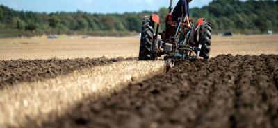 Uno de los grandes problemas del agro colombiano es que no cuenta con maquinaria moderna para poder efectuar sus labores. Sus herramientas son obsoletas.