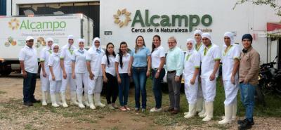 Parte del equipo de profesionales que laboran en Alcampo.