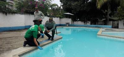 Las muestras del agua de las piscinas permiten determinar la calidad y la higiene de la misma para evitar enfermedades, especialmente de la piel.