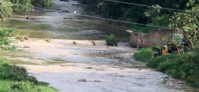 El río de Oro es la fuente hídrica más contaminada en el área metropolitana. De allí que se requiera urgentemente construir la planta de tratamiento que se proyecta en el norte de la ciudad.