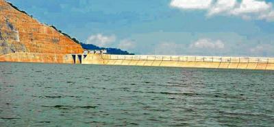 Pese a que el embalse Topocoro se encuentra a dos metros de su cota de desbordamiento, funcionarios de Isagén afirmaron que no es fácil copar esa capacidad.