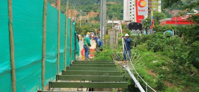 Con la instalación de las vigas se ampliarán los accesos del puente peatonal en Los Caneyes.