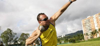 Desde hoy y hasta el próximo domingo 30 de abril, deportistas santandereanos competirán en el I Abierto Nacional de Atletismo Paralímpico en Cali. En la foto, el lanzador Edwin Rodríguez.