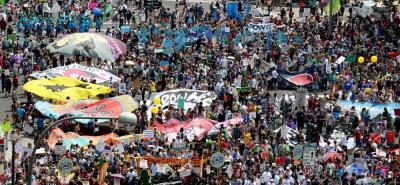 Multitudinaria marcha por el clima y contra Trump en Estados Unidos